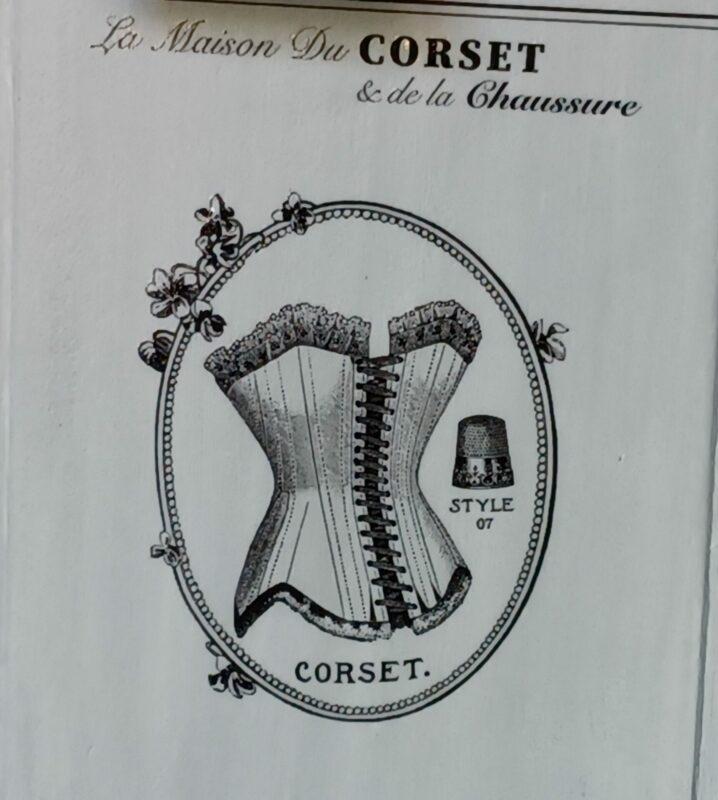 porte-manteau-style-maison-de-couture-corset